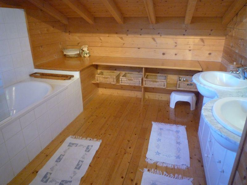 badkamer 1  Chalet 2379 Praz de Lys Sommand