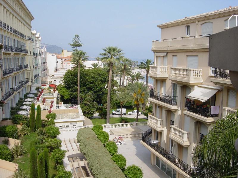 Uitzicht vanaf het balkon  Appartement 35730 Menton