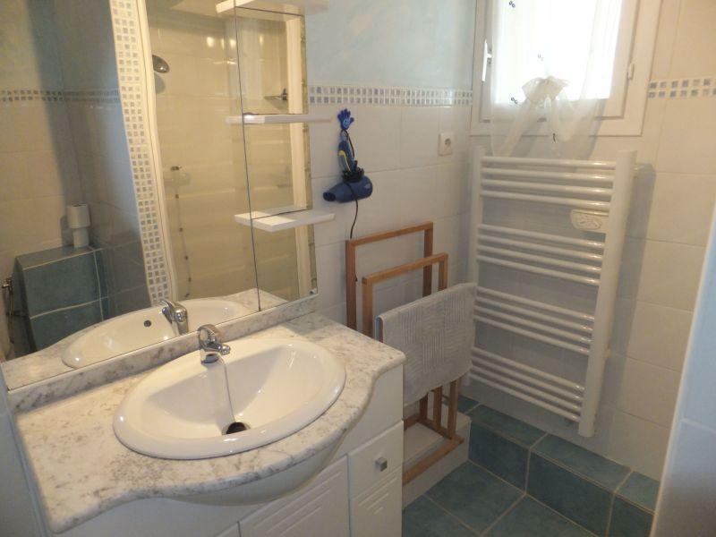 Badkamer  Appartement 98785 Sérignan
