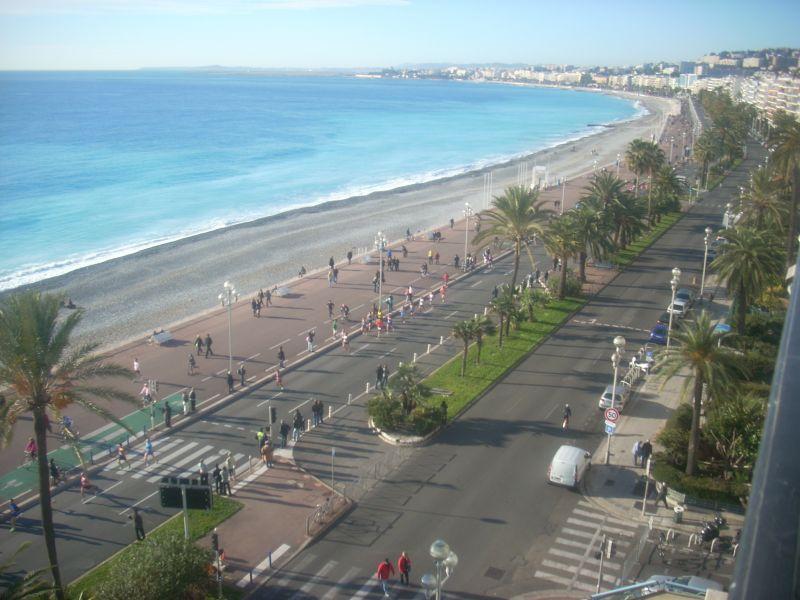 Uitzicht vanaf het balkon  Appartement 91226 Nice