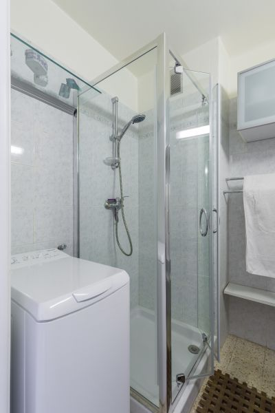 badkamer  Appartement 77050 Menton